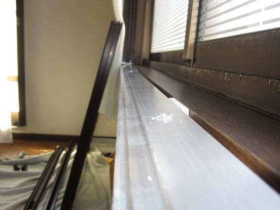 サン・ウインド導入事例:施工前:メーカー製の下枠ごと陥落