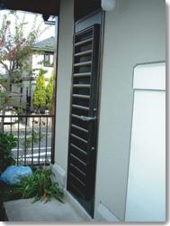 勝手口ドア ベルエアF4(単板ガラスタイプ)横面格子の導入事例…高槻市S様邸