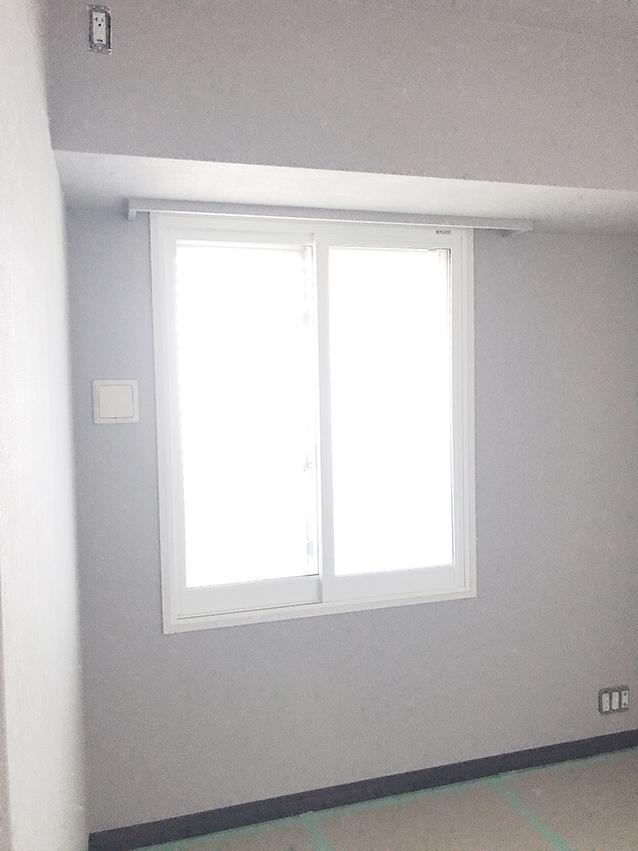 内窓プラスト&防音合わせガラス施工後(腰窓)