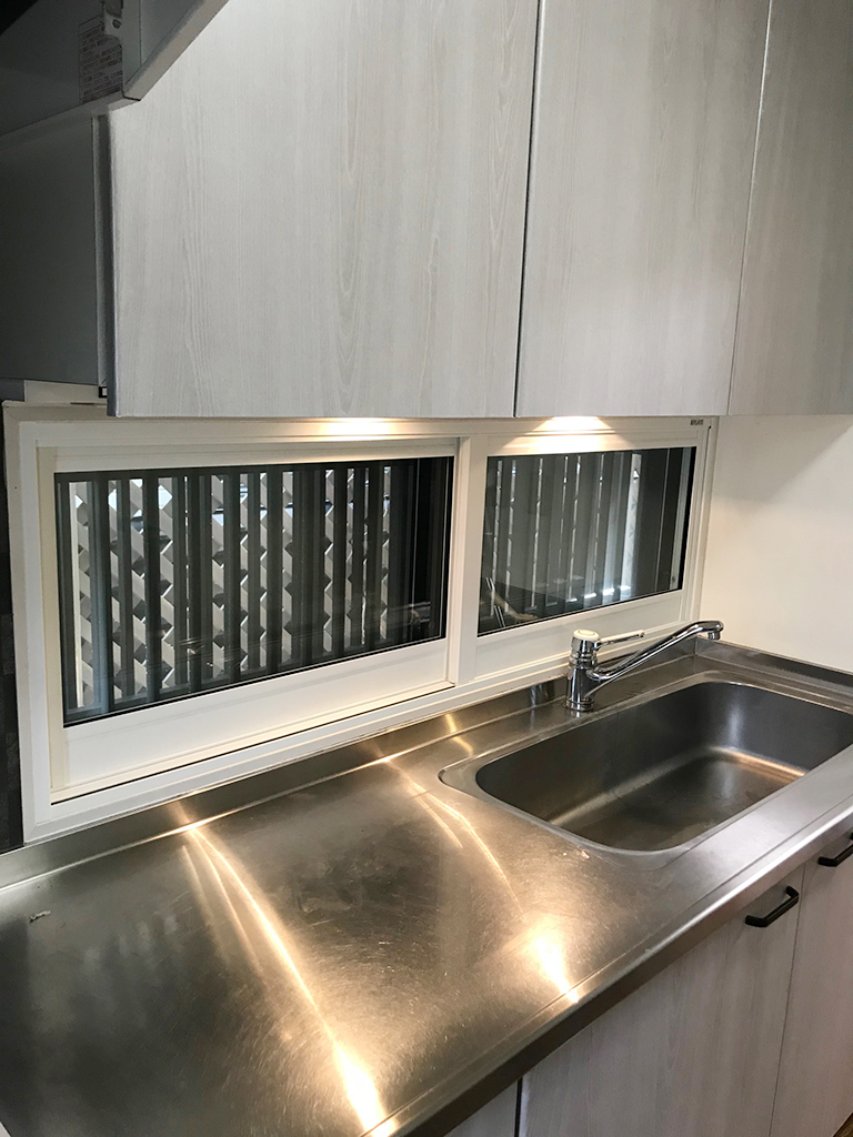 内窓プラスト&防音合わせガラス施工後(キッチン引き違い窓)