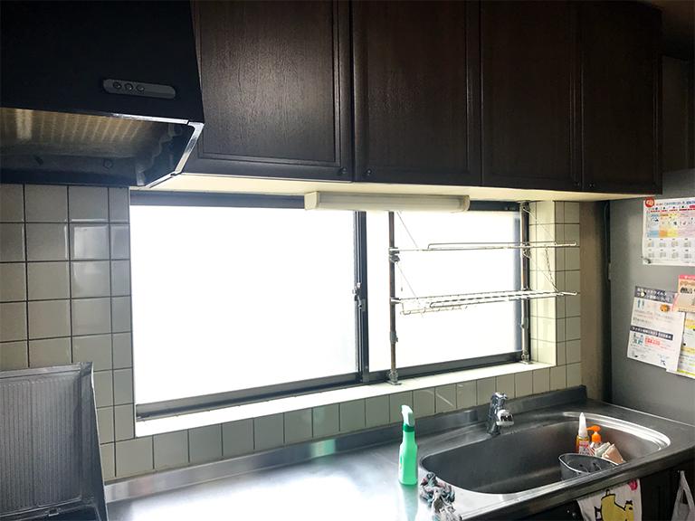 施工前の既存窓(キッチン)